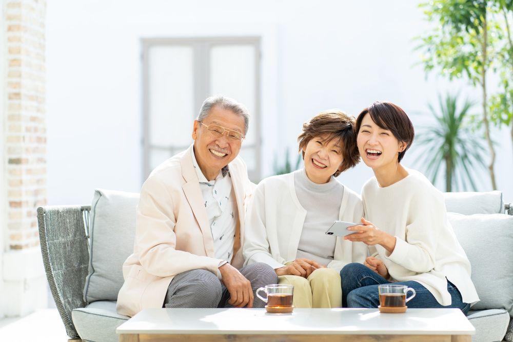 家族が笑うイメージ
